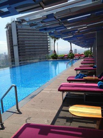Aloft Kuala Lumpur Sentral: lounging by the pool
