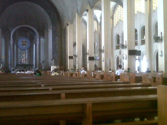 Redemptorist Church - National Shrine of Our Mother of Perpetual Help: some people are waiting for an afternoon mass