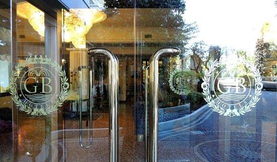 Grand Hotel Trieste & Victoria: entrace