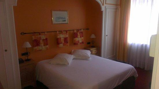 Best Western Hotel De La Bourse : Lit