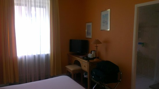 Best Western Hotel De La Bourse : TV Chambre