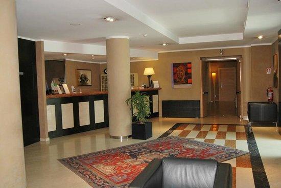 Viva Hotel: Reception