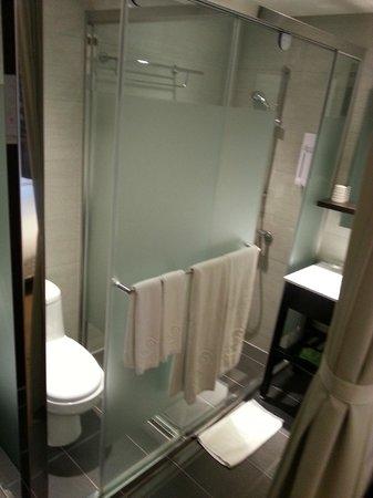 Hotel Puri Ximen Branch: BATHROOM