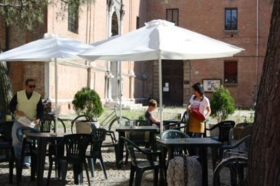 Delizia Estense B&B: terrace Bar Scandiana