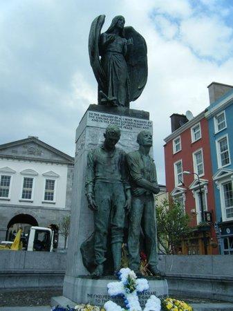 Cobh Heritage Centre: Lusitania memorial