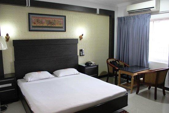 Ramyas Hotels : Letto matrimoniale