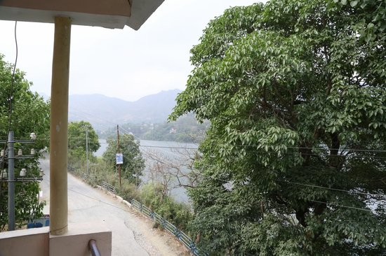 Naukuchiatal, Indien: From the balcony