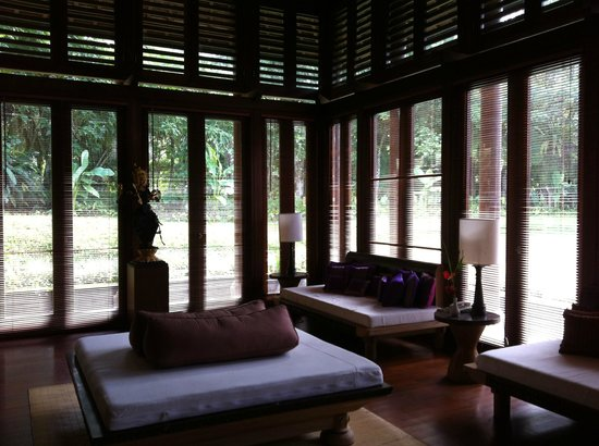 Puri Candikuning Retreat: Elegant library