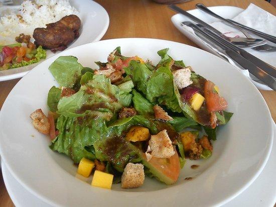 Mile Hi Diner: salad is good