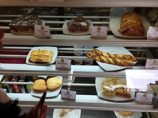 Ralph's German Bakery: pastry display