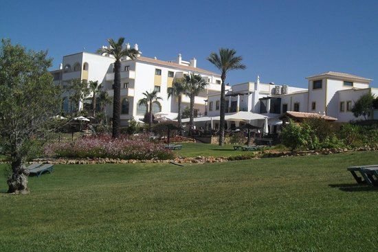 Vale d'El Rei Resort: Hotel from grounds