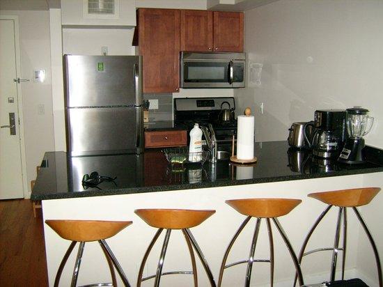 Sanctuary NYC Retreats: Wohn/Schlafzimmer Küche mit Komplettausstattung