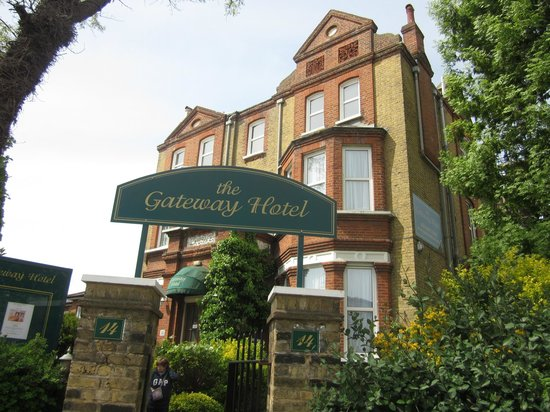 The Gateway Hotel: Fachada