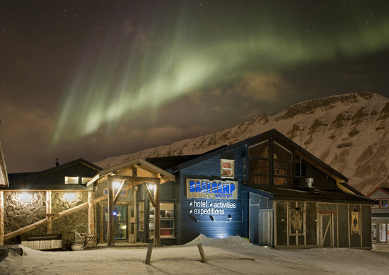 Basecamp Hotel: Trapper's Hotel and Northern Lights