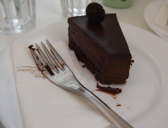 Creme de la Creme : Chocolate cake