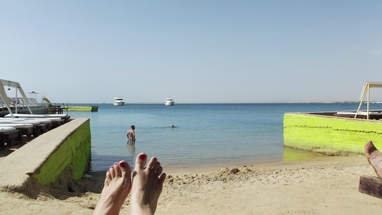 Elysees Hotel: Beach
