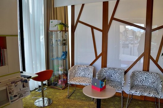 Ibis styles Marseille Timone : salon