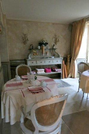 Hôtel Villa Catarie : coin déjeuner le matin