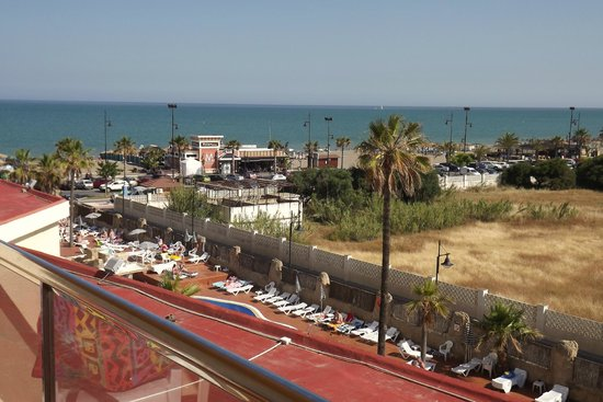 Marconfort Beach Club Hotel: view from 103 - no noise other than the parrots flying by