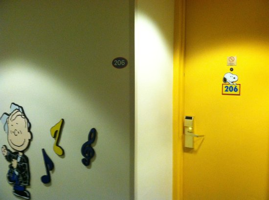 Knott's Berry Farm Hotel: suite rooms for Camp Snoopy have colorful doors