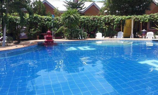 Deep: Nice pool