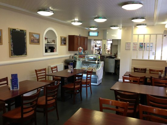 Tooty's Restaurant: Inside of Tooty's Cafe in Keith