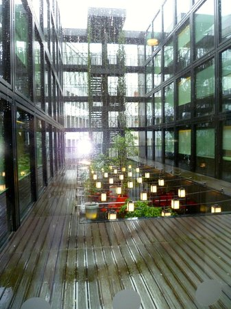 citizenM London Bankside: Inner yard: Sometimes noisy even in the rooms