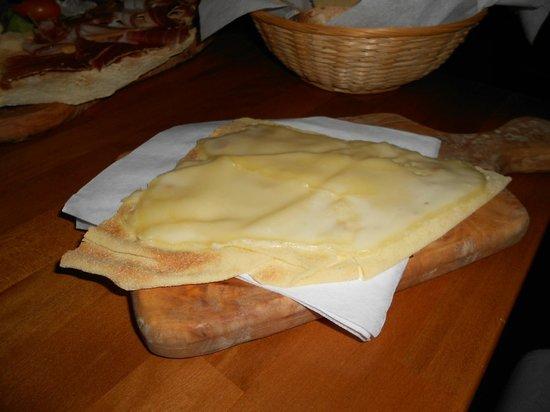 INU Sardinian Wine Bar : Carasau con pecorino fuso
