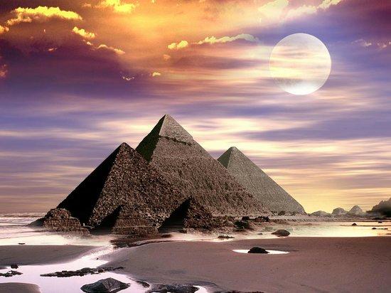 Ain Sukhna, Egypt: Pyramids of Giza