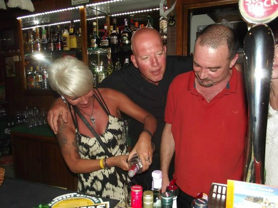 Kim's Bar Albufeira: What You Doing