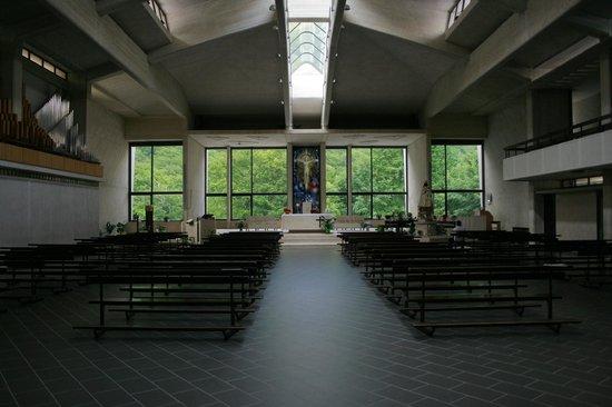 Santuario della Madonna di Canneto: Interior of the Sanctuary of the Madoona di Canneto