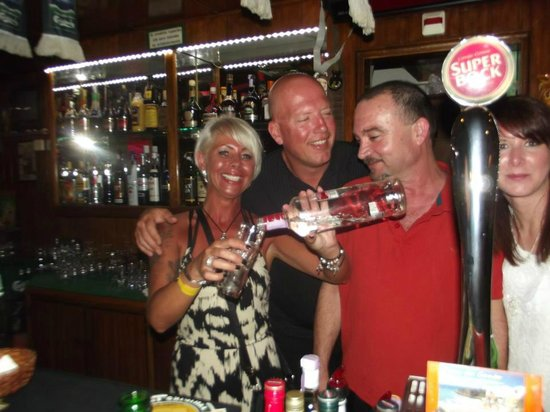 Kim's Bar Albufeira: Having A Laugh