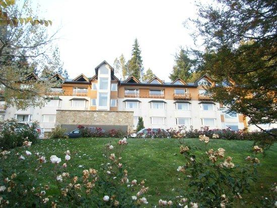 Hotel Villa Huinid Bustillo: hotel entre manzanos y rosales.