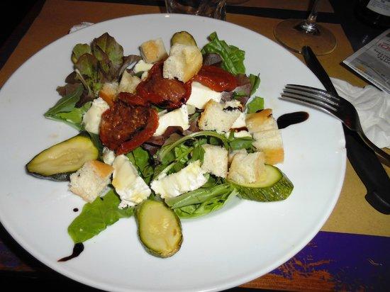 Mangiafoco Cafe: Insalatona con pomodori secchi