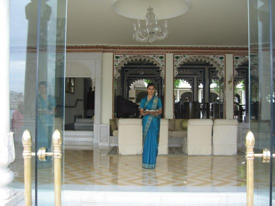 Taj Lake Palace Udaipur: Greeting upon arrival