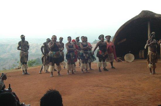 Phezulu Safari Park: Zulu Girls