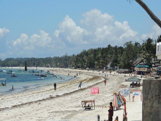 Severin Sea Lodge: Strand - Bucht Richtung Mombasa