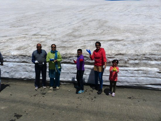 Sinthan Top : Ready for a snow ball fight