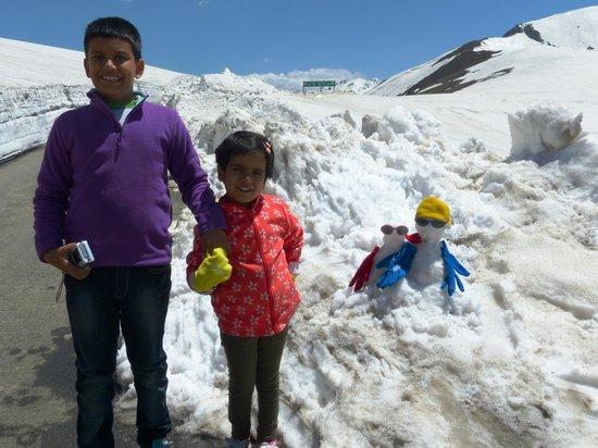 Sinthan Top : Snow man fun for kids