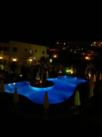 The Lesante Luxury Hotel & Spa: Pool by night
