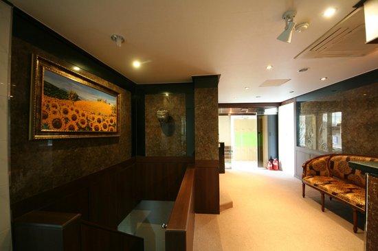 Maru Guesthouse 2: lobby