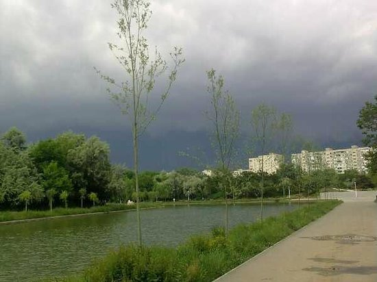 Parcul Alexandru Ioan Cuza: There's a storm coming - Titan part of the park