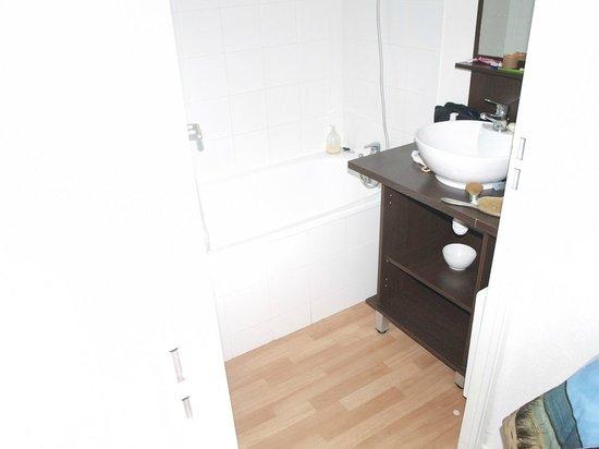Nemea Residence Les chalets du Belvedere : la salle de bain très pratique