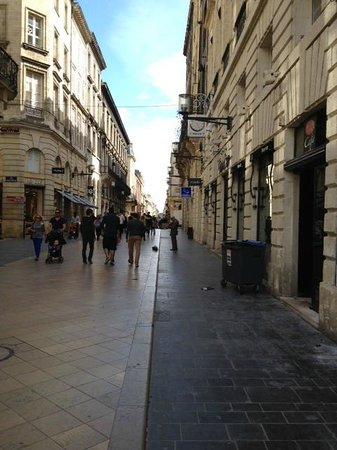 Rue Sainte-Catherine : Top end near the square, lovely architecture