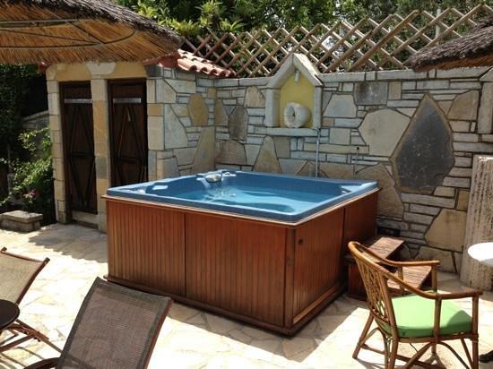 Athina Hotel: jacuzzi