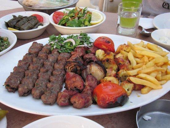 Assaha Lebanese Traditional Village Restaurant: Mixed grill