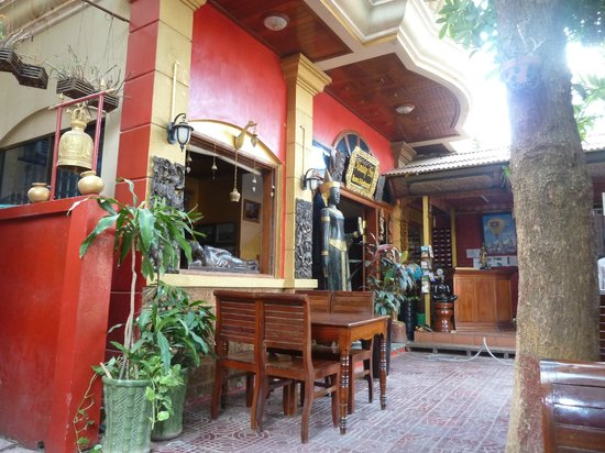 Mingalar Inn: Entrance/ Restaurant/ Outdoor dining area