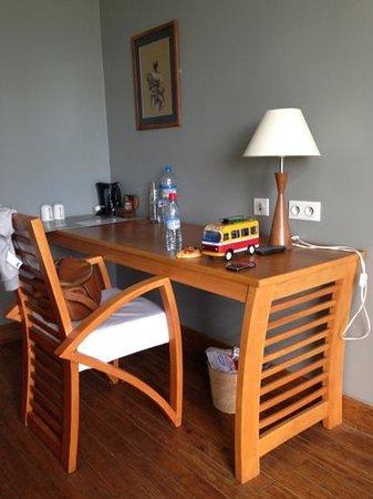 Hotel Tamboho : bureau chambre
