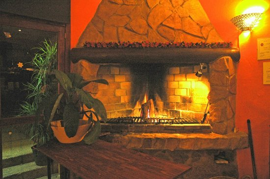 FUSION CAFE LOUNGE : fire place