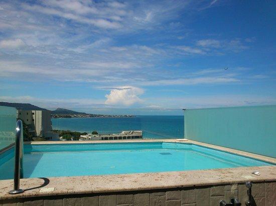 Atrium Platinum Hotel: Private pool